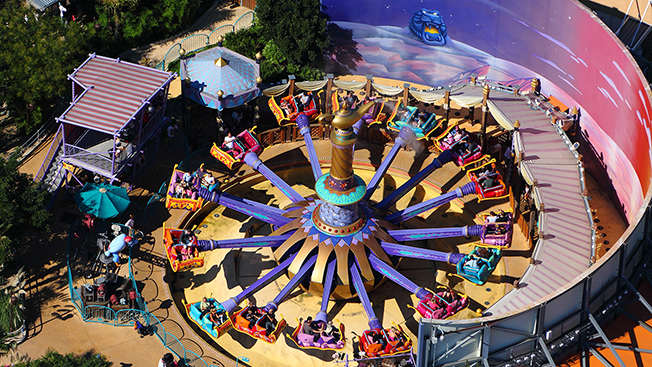 Les Tapis Volants - Flying Carpets Over Agrabah